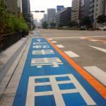 自転車も交通ルールにのっとって走る